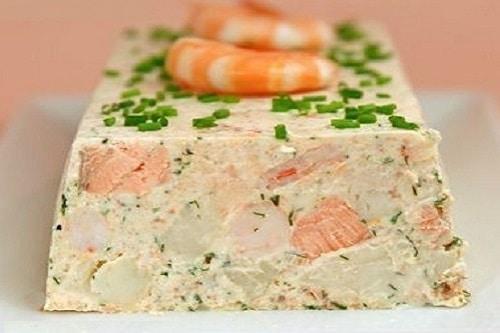 Terrine de saumon insert de légumes et crème safranée